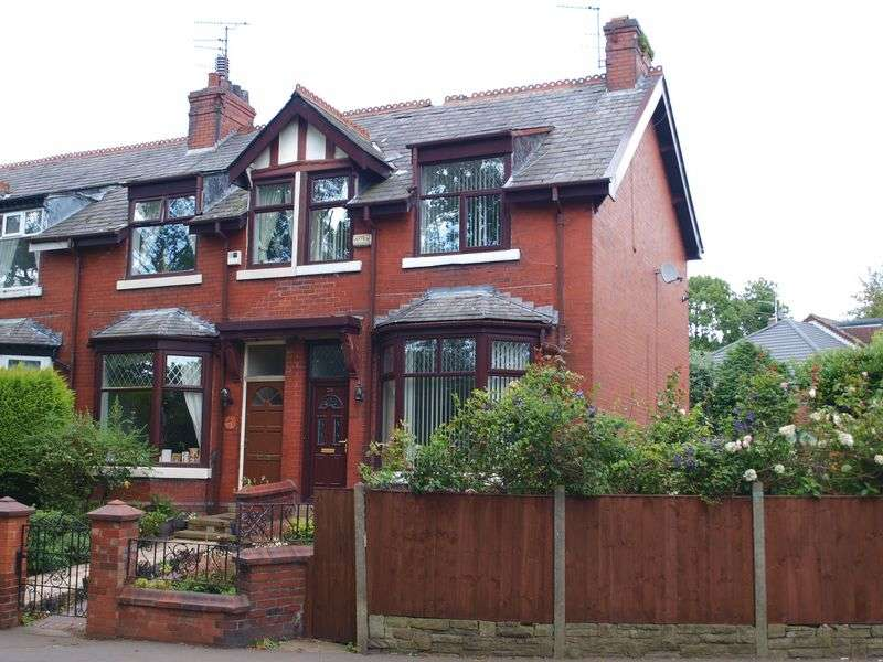 3 Bedrooms House for sale in Newhey Road, Newhey, OL16 3SA
