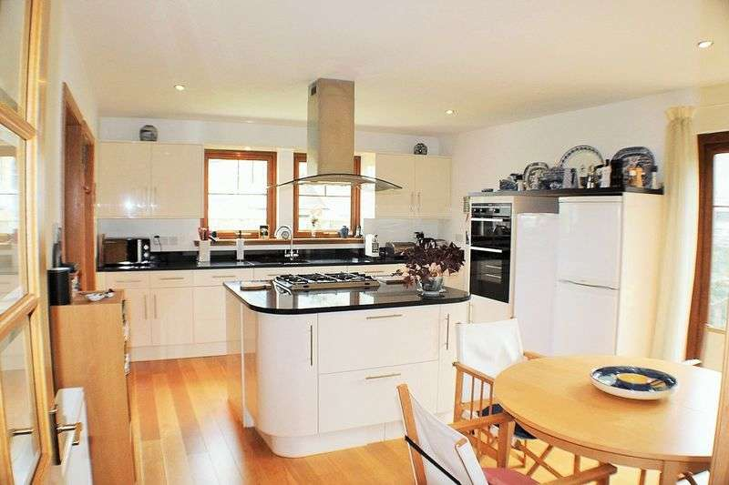 4 Bedrooms Detached House for sale in Main Street, Kingskettle, KY15 7PN