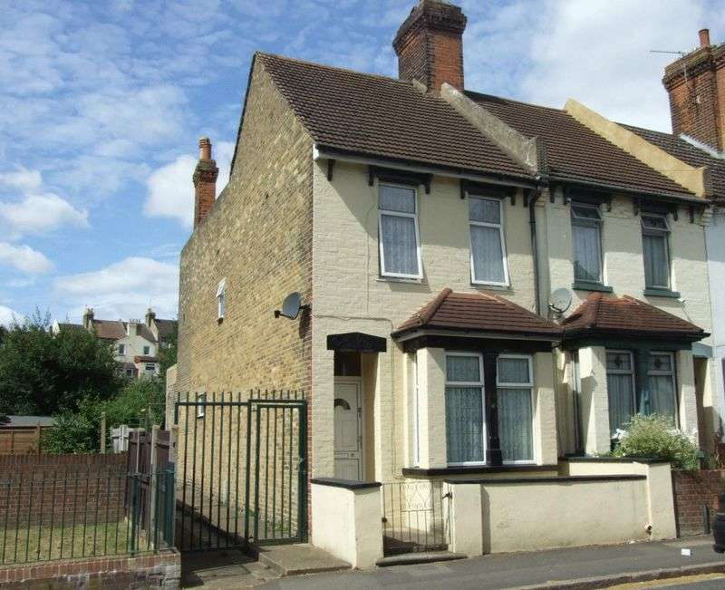 4 Bedrooms House for sale in * A FOUR BEDROOM END OF TERRACE HOUSE WITHIN REASONABLE WALKING DISTANCE OF LOCAL SHOPS & AMENITIES *