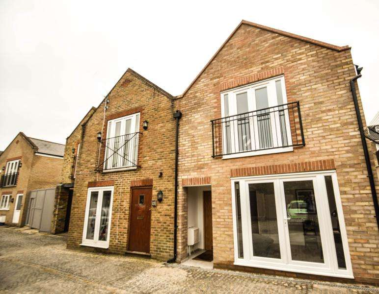 2 Bedrooms Terraced House for sale in Anson Mews, London, SW19