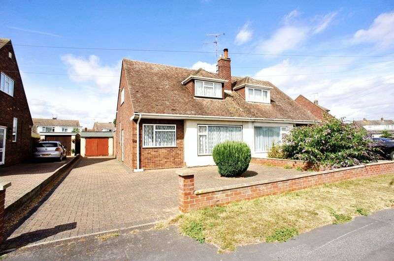 2 Bedrooms Semi Detached House for sale in Bateman Road, Brightlingsea