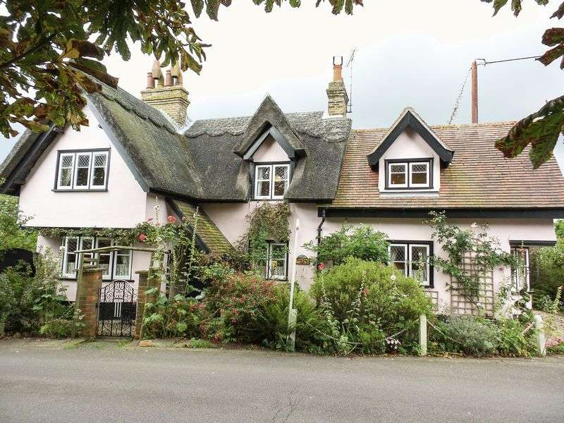 3 Bedrooms Detached House for sale in Hockley, Essex