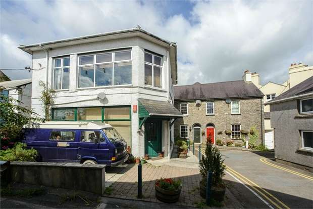 5 Bedrooms Detached House for sale in Bank Buildings, Llandeilo, Carmarthenshire