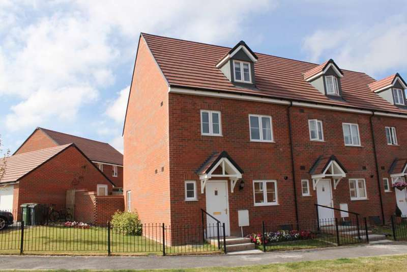 4 Bedrooms Semi Detached House for sale in Greenfinch Road