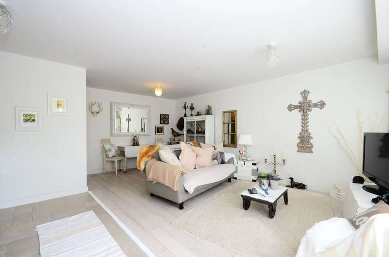 1 Bedroom Flat for sale in Holly Bush Vale, Hampstead, NW3