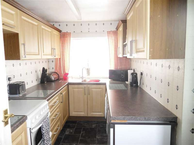 3 Bedrooms Property for sale in Preston Street, Darwen, Lancashire
