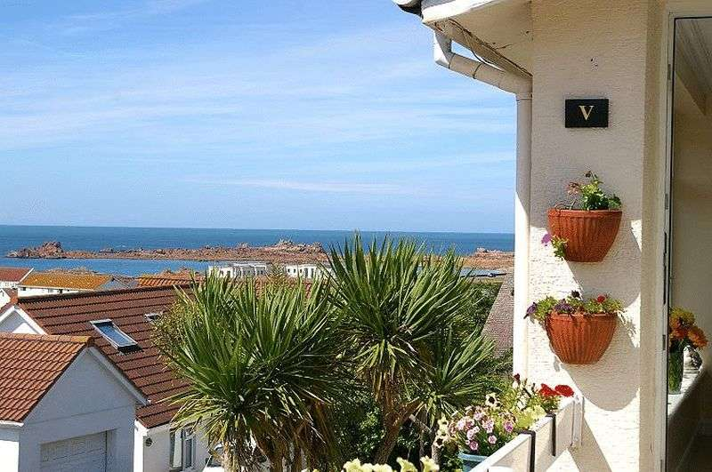 3 Bedrooms Flat for sale in Cobo, Castel