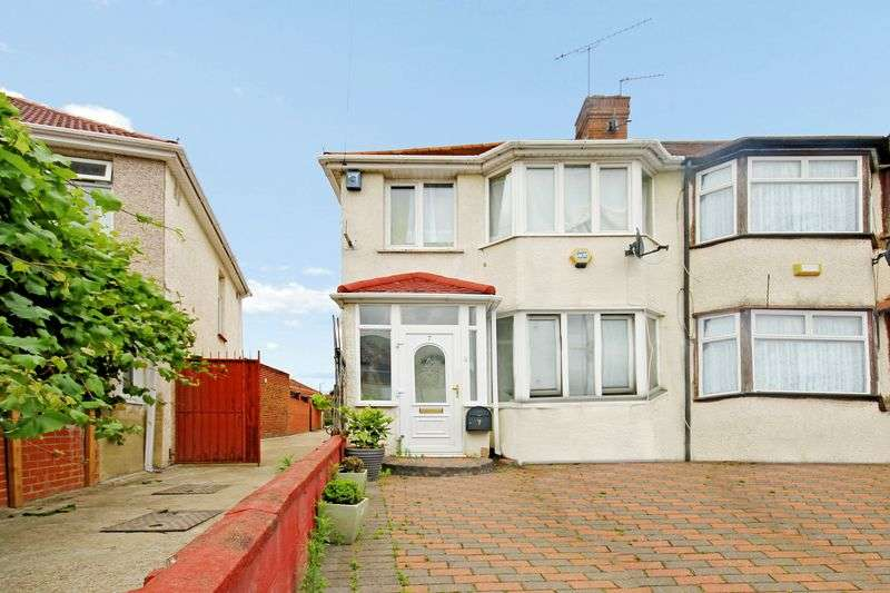 3 Bedrooms Terraced House for sale in Laburnum Grove, Southall
