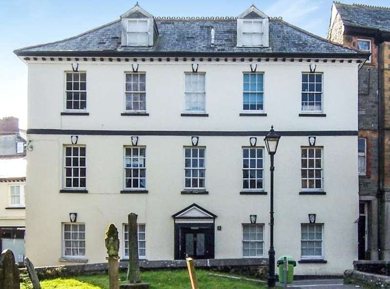3 Bedrooms Flat for sale in Church Stile, Launceston, Cornwall