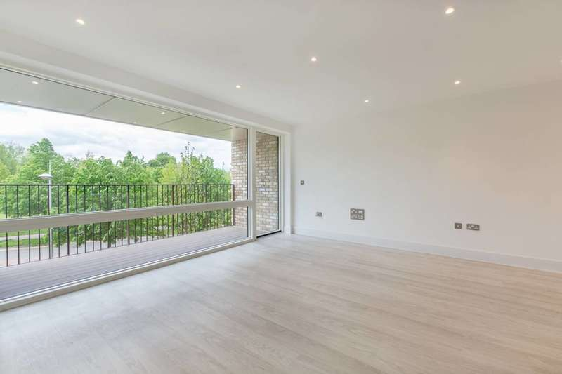 2 Bedrooms Flat for sale in Lakeside Drive, West Twyford, NW10
