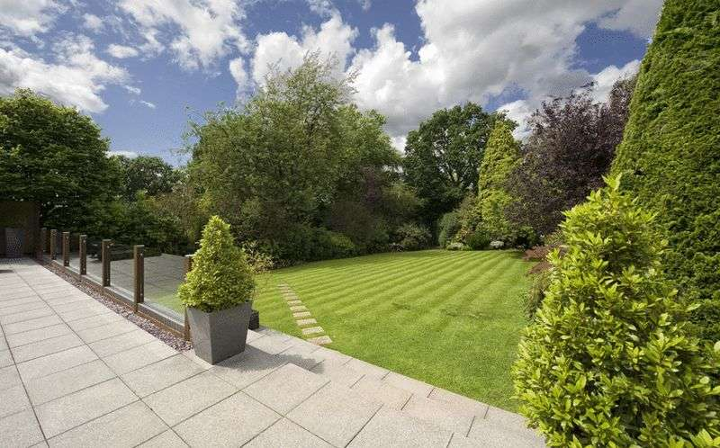 5 Bedrooms Detached House for sale in Park Road, Hagley