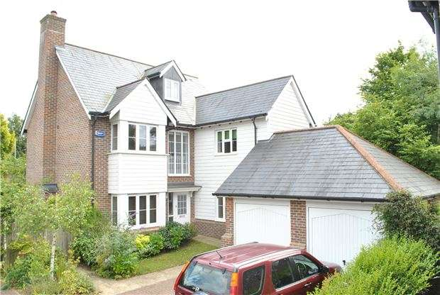 5 Bedrooms Detached House for sale in Bells Yew Green, TN3 9AF