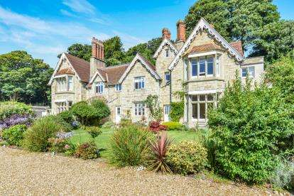 2 Bedrooms Flat for sale in Shore Road, Bonchurch, Ventnor