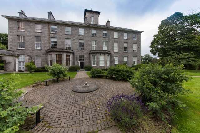 2 Bedrooms Flat for sale in Shaw Crescent, Aberdeen, AB25 3BT