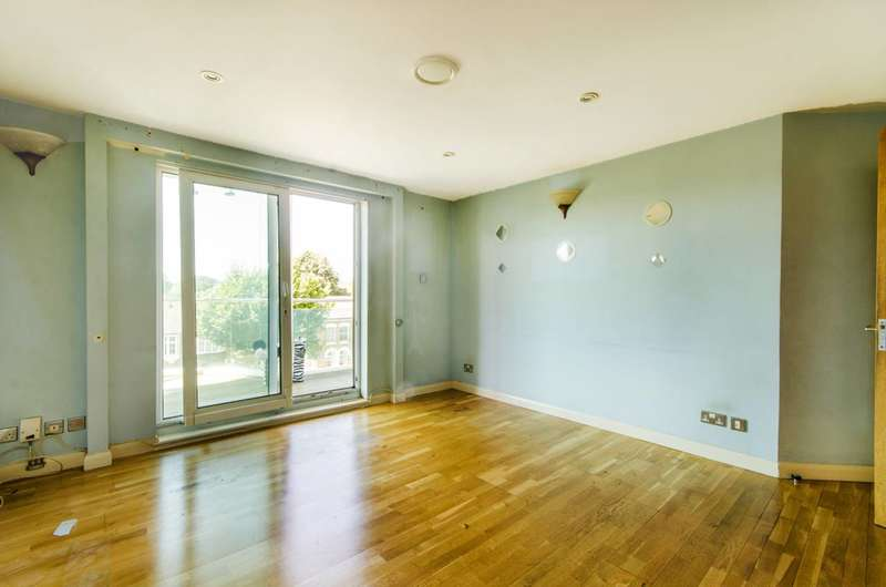 2 Bedrooms Flat for sale in Sydney Road, Enfield, EN2