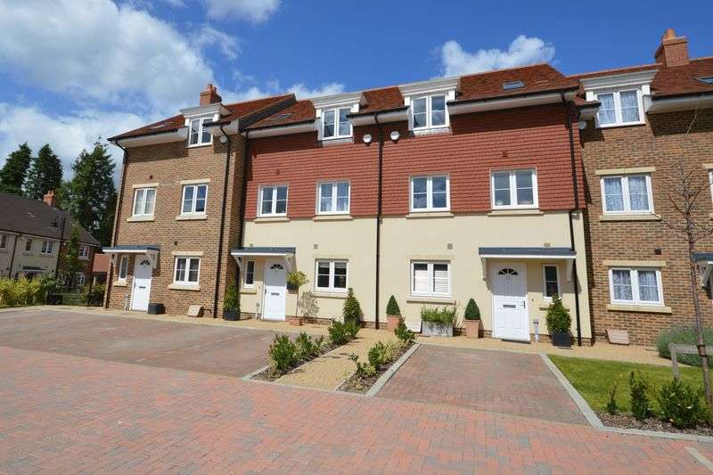 3 Bedrooms Terraced House for sale in Hunters Place, Hindhead