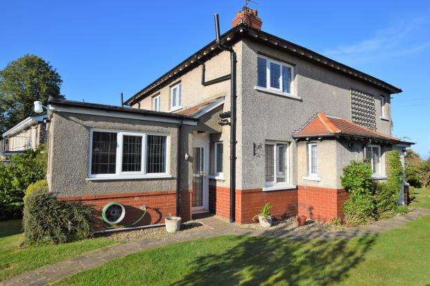 2 Bedrooms Semi Detached House for sale in Stepney Road, Stepney, Scarborough, North Yorkshire YO12 5NJ