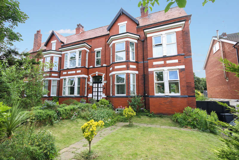 6 Bedrooms Semi Detached House for sale in Avondale Road North, Southport