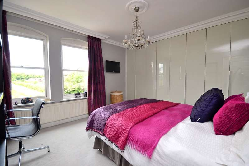 4 Bedrooms Terraced House for sale in Lower Sunbury