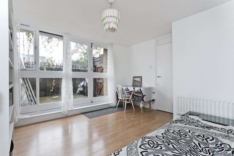 3 Bedrooms Flat for sale in Burr Close, London E1W