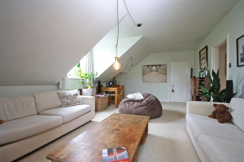 3 Bedrooms Flat for sale in Blackborough Road, Reigate