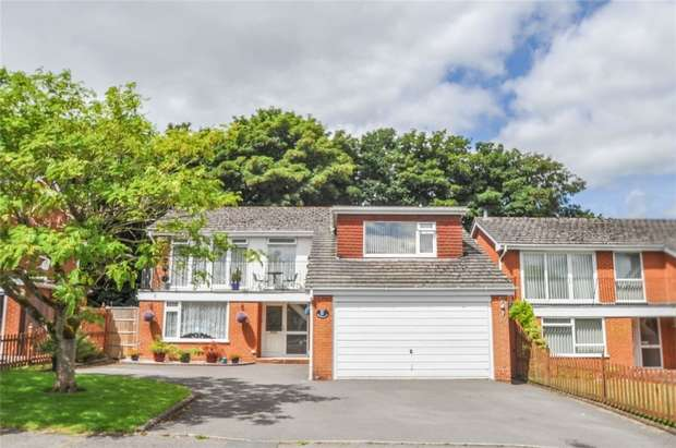 4 Bedrooms Detached House for sale in Montacute Way, WIMBORNE, Dorset