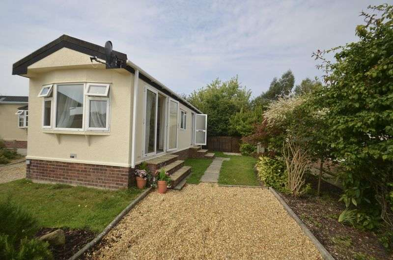 1 Bedroom Detached Bungalow for sale in Fleur-de-Lys Park,
