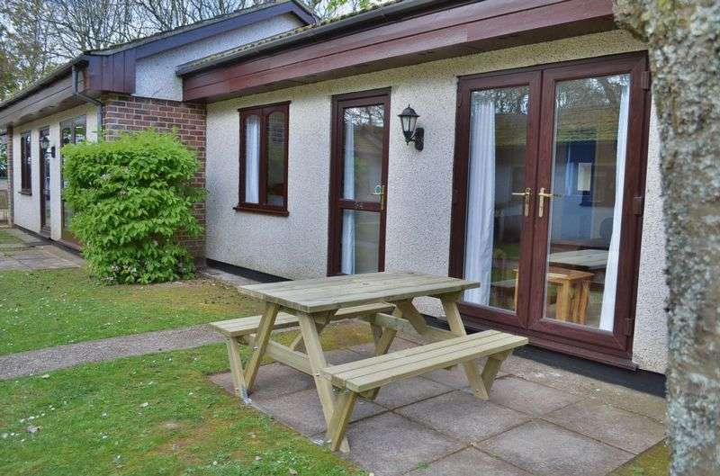 2 Bedrooms Bungalow for sale in 54 Trevithick Court, Tolroy Manor