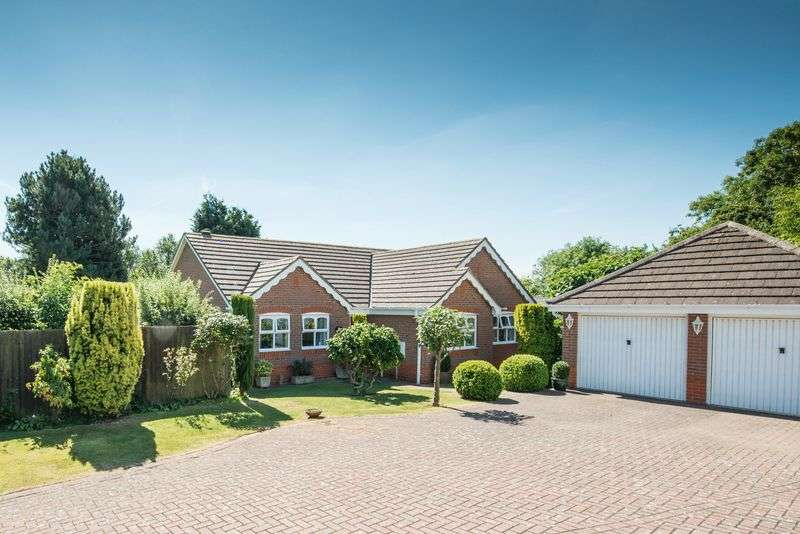 4 Bedrooms Detached Bungalow for sale in Travis Grove, Bletchley, Milton Keynes