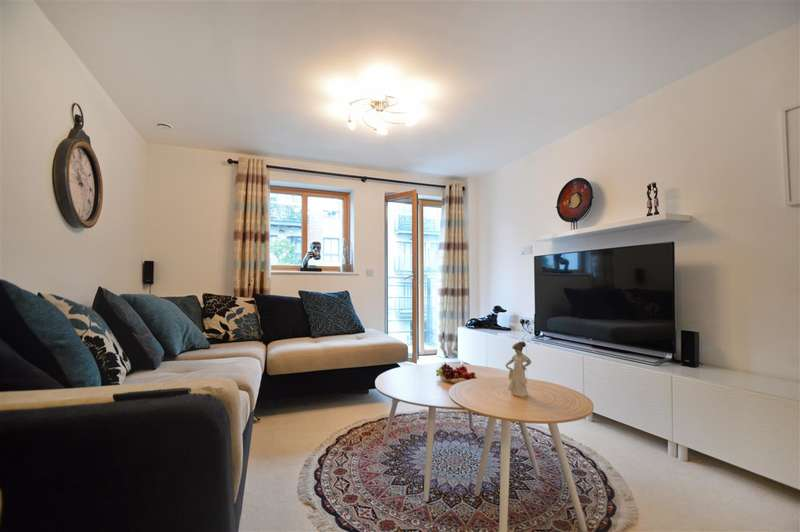 2 Bedrooms Apartment Flat for sale in Queen Mary Development, Roehampton, Roehampton