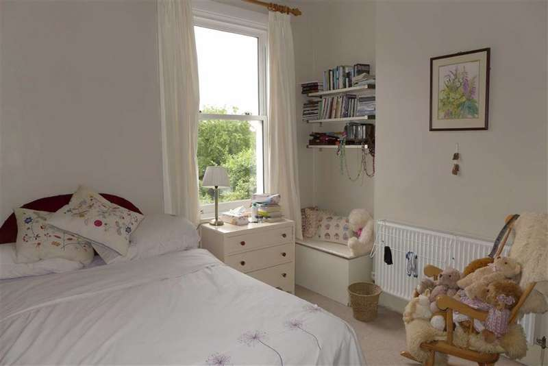 2 Bedrooms Maisonette Flat for sale in Claremont Road, Harrow, Middlesex