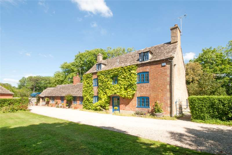 5 Bedrooms Detached House for sale in Church Lane, Toddington, Cheltenham, Gloucestershire, GL54