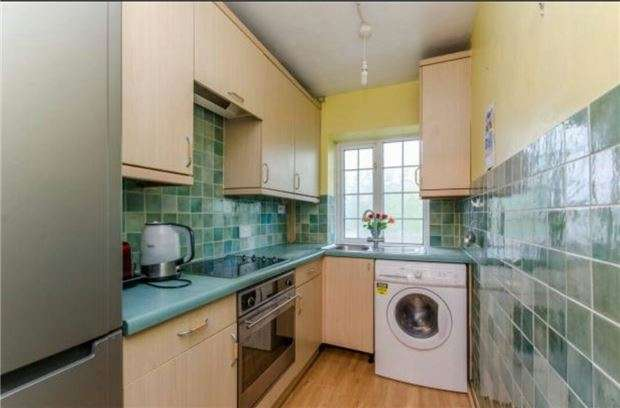 3 Bedrooms Flat for sale in Crown Point, SE19