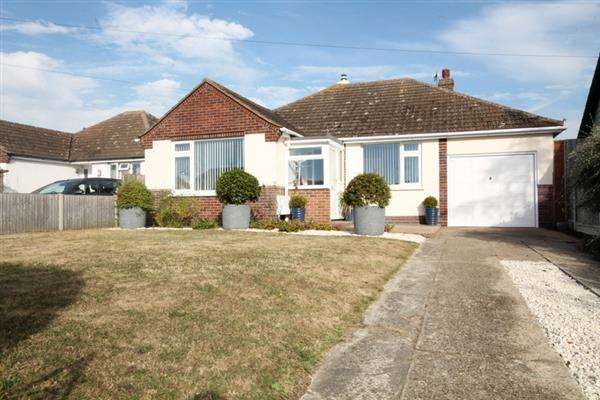 3 Bedrooms Bungalow for sale in Burrs Road, Great Clacton