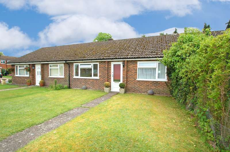 2 Bedrooms Bungalow for sale in Old Kiln Road, Flackwell Heath, HP10