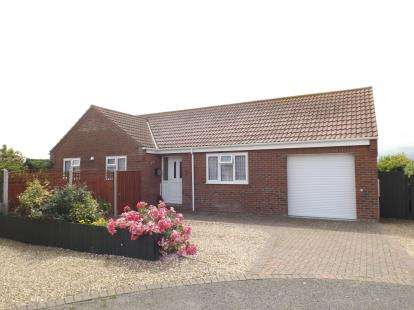 2 Bedrooms Bungalow for sale in Poplar Drive, Walcott, Norwich