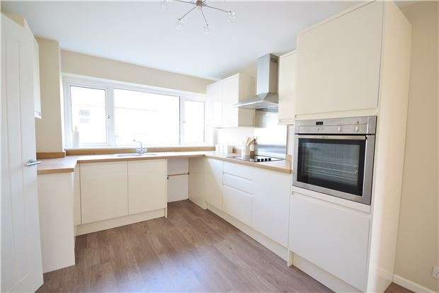3 Bedrooms Semi Detached House for sale in Stanley Park Road, Staple Hill, BRISTOL, BS16 4SR