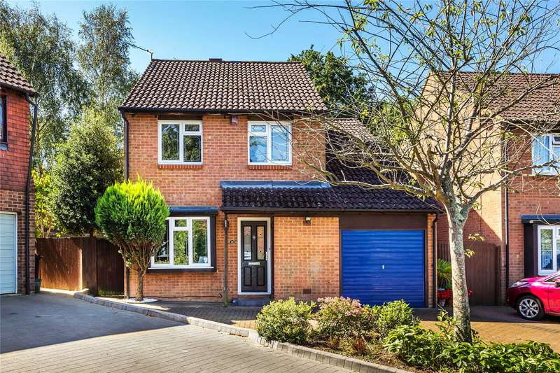4 Bedrooms Detached House for sale in Fenwick Close, Woking, Surrey, GU21
