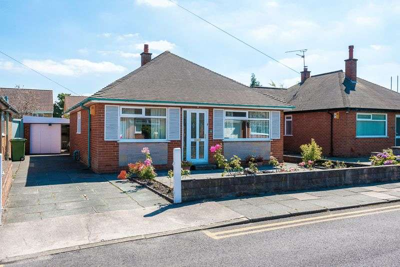 2 Bedrooms Detached Bungalow for sale in Holgate Drive, Orrell