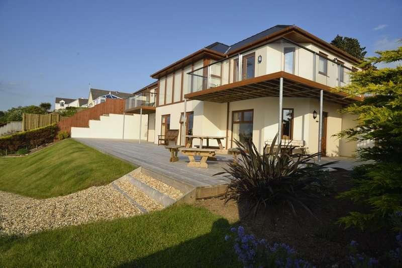 5 Bedrooms Detached House for sale in Richmond Road, Pembroke Dock, Pembrokeshire, SA72