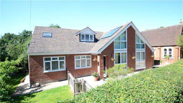 4 Bedrooms Detached House for sale in Chapel Road, Rowledge, Farnham