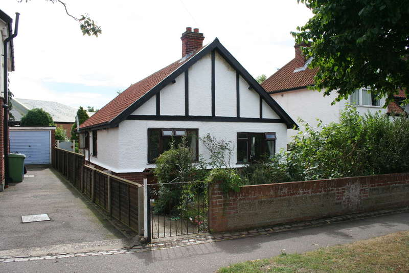 3 Bedrooms Detached Bungalow for sale in BRIAN AVENUE, NORWICH NR1