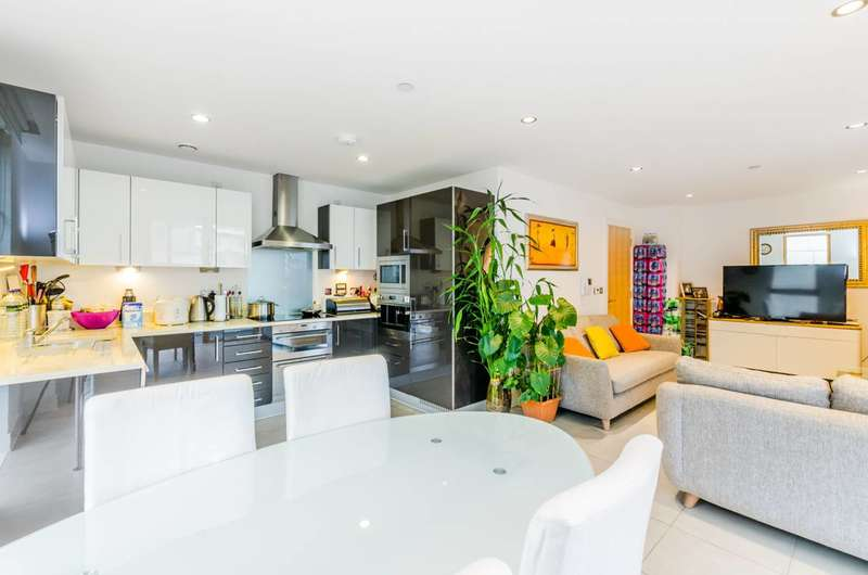 3 Bedrooms Flat for sale in Streamlight Tower, Canary Wharf, E14