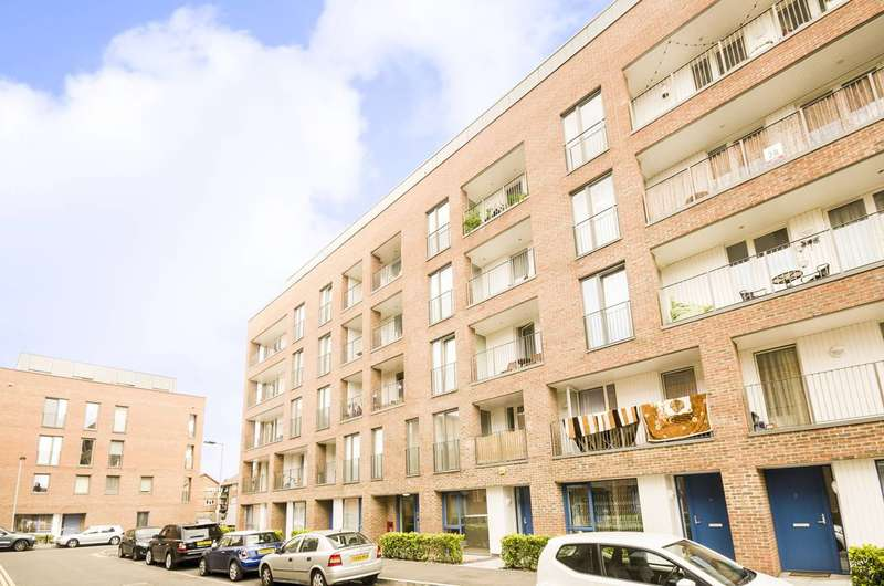 1 Bedroom Flat for sale in Exeter Road, Canning Town, E16