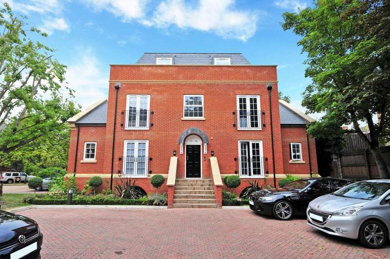3 Bedrooms Flat for sale in Queens Reach, East Molesey, KT8