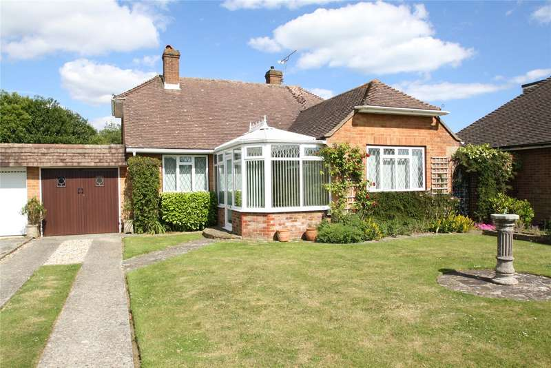 2 Bedrooms Bungalow for sale in Laburnum Close, Ferring, West Sussex, BN12