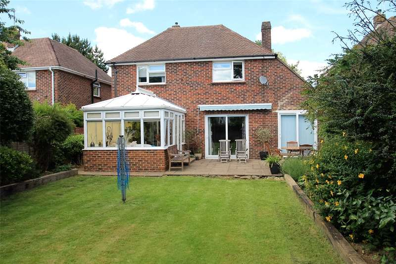 3 Bedrooms Detached House for sale in Meadow Way, Littlehampton, West Sussex, BN17