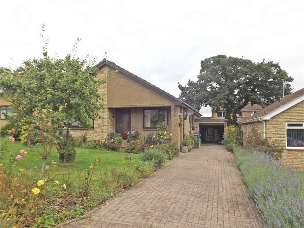 3 Bedrooms Detached Bungalow for sale in Fullers Walk, Alnwick, Northumberland
