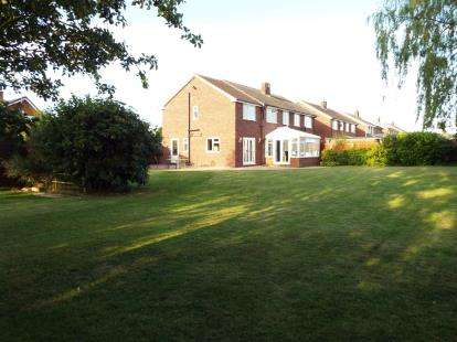 5 Bedrooms Semi Detached House for sale in Sandylands Park, Crewe, Cheshire