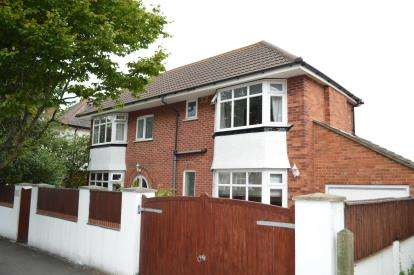 3 Bedrooms Detached House for sale in Moordown, Bournemouth, Dorset